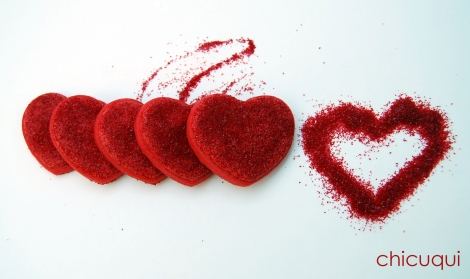 Galletas decoradas san valentin corazones rojos purpurina
