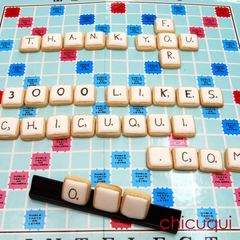 Scrabble o Intelect en galletas decoradas. Tutorial en chicuqui.com