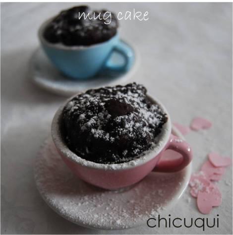Receta de mug cakes de chocolate con chips de chocolate en galletas decoradas chicuqui.com