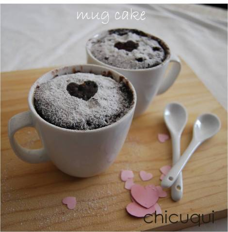 Receta de mug cakes de chocolate con chips de chocolate en galletas decoradas chicuqui.com