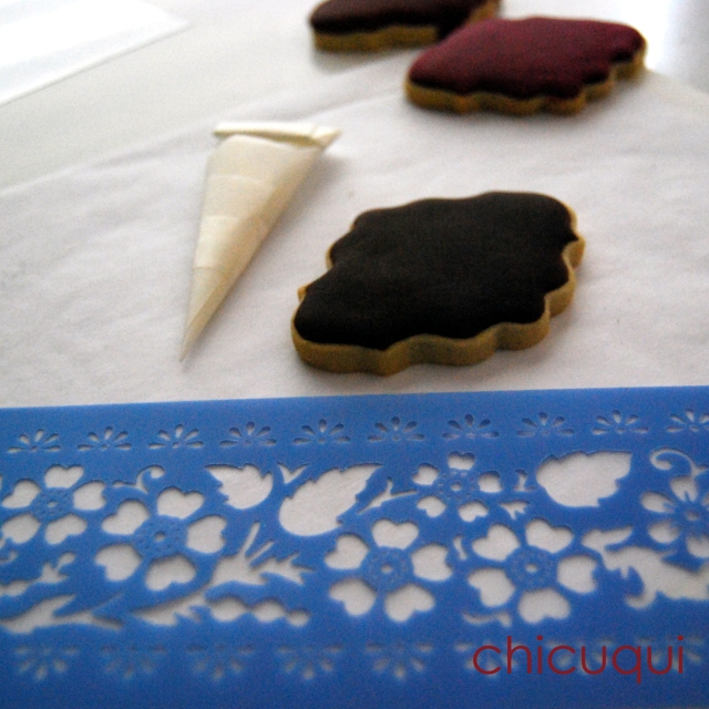 marsala color del año 2015 en galletas decoradas con stencils chicuqui.com